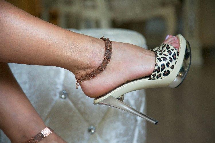 Как можно снять браслет на ноге